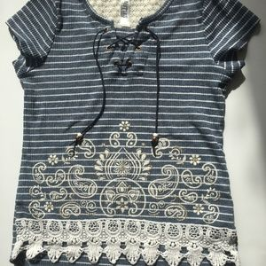 Beautees T top with embleishments sz S